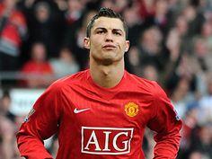 A Ronaldo le aburre el partido de fútbol.