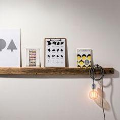 Das jüngste Produkt aus der 'Altholz'-Kollektion ist die Bilderleiste. Mit ihr lassen sich Bilder, Prints und Postkarten stimmungsvoll in Szene setzen. Mit einem Haken lassen sich Wohn-Accessoires hängend an der Leiste befestigen, Fotos und Erinnerungen aus Papier finden Halt mit Klammern. Die Bilderleiste Altholz ist in drei Längen erhältlich und kann so auf die persönliche Galerie und Wandfläche abgestimmtwerden.Material:Altholz naturMaße:S 50 × 7 × 4 cmM 100 × 7 × 4 cmL 150 × 7 × 4…