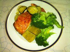 Salmão no forno, batata-doce e brócolos cozidos! Delicia