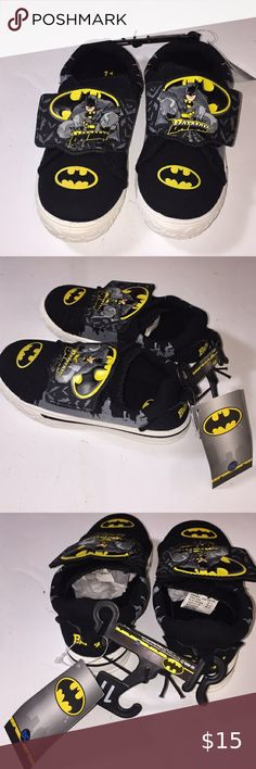 Toddler Boys BATMAN ATHLETIC SHOES Black Yellow LIGHT UP Size 8 9 10 11 12 13