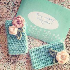 Create a Pretty Crocheted Phone Cover: free crochet pattern Crochet Vintage, Love Crochet, Crochet Gifts, Diy Crochet, Beginner Crochet, Single Crochet, Knitting Projects, Crochet Projects, Crochet Phone Cover
