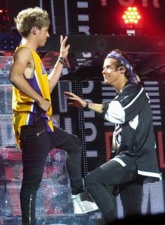 One Direction Shirts, One Direction Outfits, One Direction Concert, One Direction Pictures, I Love One Direction, Niall Horan 2013, Niall Horam, Niall And Harry, Harry Edward Styles