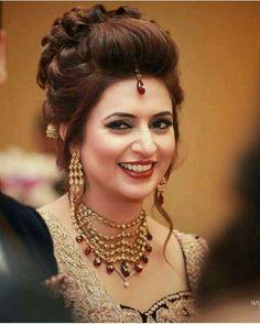 Indian Wedding Bridal Makeup And Hair - Makeup Tips Pick the right sort of makeu. - Trend Hair Makeup And Outfit 2019 Bridal Hairstyle Indian Wedding, Bridal Hair Buns, Bridal Hairdo, Indian Bridal Hairstyles, Indian Bridal Makeup, Elegant Hairstyles, Bride Hairstyles, Wedding Makeup, Hair Wedding