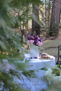 FRENCH COUNTRY COTTAGE: A Table For Two