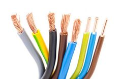 Bunte Elektrodrähte in verschiedenen Farben