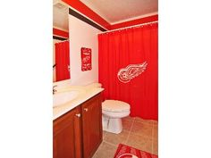 Delightful Detroit Red Wings Bathroom Decor   My Hubby Would SOOOO Hate This!!! I Love  It!