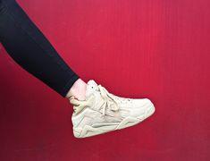 Sneakers femme - Fila The Cage Fila réédite l'iconique Fila The Cage. Surfant sur la vague rétro, Fila habille la paire en cinq coloris : blanc, noir, beige, rouge et bleu marine.