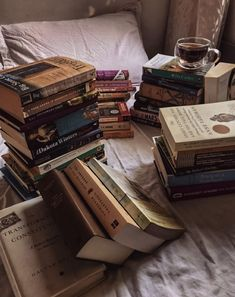 Autumn Aesthetic, Book Aesthetic, Aesthetic Pictures, Hogwarts, Coffee And Books, Study Motivation, Book Photography, Book Nerd, Bookstagram
