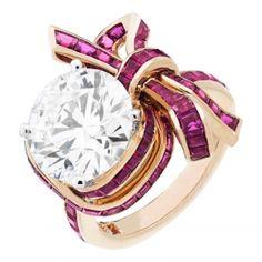 Anelli di fidanzamento: dai diamanti al platino per un matrimonio da favola