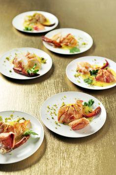 Meloensoepje met kreeft http://njam.tv/recepten/meloensoepje-met-kreeft