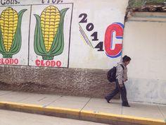 Huancavelica city of bieq knitting ladies.