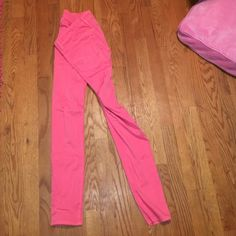Lightly worn pink American eagle pants Super stretch hot pink jeggings, super comfortable! Too small for me. American Eagle Outfitters Jeans Skinny