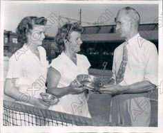 Item specifics     UPC:   Does not apply          Item description  You are bidding on an original press photo of Dorothy Bundy and Mary Arnold Womens National Clay Court tennis. It shows trophy presentation. Photo measures 8 x 10 inches and is dated... - #Tennis https://lastreviews.net/sports-fitness/tennis/1944-dorothy-bundy-and-mary-arnold-womens-national-clay-court-tennis-press-photo/