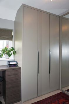 Using the highest quality materials, Neatsmith's hinged door wardrobes can be mirrored & come in a variety of colours. Fitted Bedroom Furniture, Fitted Bedrooms, Sliding Wardrobe, Wardrobe Doors, Veneer Door, Bronze Mirror, Shaker Doors, Unique Doors, Marble Effect