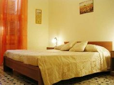 Quattro passi al Colosseo - Vacation Rentals in Rome, Lazio - TripAdvisor Rome $103 4 bedrooms, all double, need 3 soft beds, sleeps 12