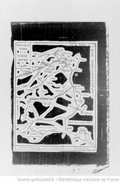 [80 phot., 26 cartes postales, 1 phot. signée C. Portier, phot. à Alger, 1 dessin à la plume et 8 cartes (de la Tunisie antique): Algérie, Maroc, Tunisie, A.O.F. et A.E.F., Madagascar, Kénya, Zanzibar, Comores, le tout du début du XXe siècle, provenant d'Eugène Gallois et, pour 4 phot. du Maroc, d'H. Duveyrier. Enregistré en 1928] - 71