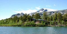 Stora Sjöfallets Fjällanläggning är ett enkelt men välutrustat fjällpensionat som låter dig njuta av lugnet och livet. Pensionatet ligger 1,5 timmes bilresa nordväst om Gällivare. Native Country, Lappland, Camping, Mount Rainier, Sweden, Highlights, National Parks, Bucket, Hiking