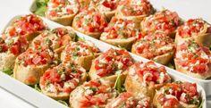 Tout ce dont vous avez besoin pour réaliser une excellente bouchée de bruschetta. Bruchetta, Bacon, Potato Salad, Appetizers, Ethnic Recipes, Oeuvres, Sauce, Pasta With Chicken, Salads