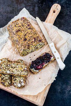 Glutenfreies Brot backen ganz leicht: Diese Abwandlung des Life-Changing-Bread von Sarah Britton mit Möhren und Haselnüssen ist besonders saftig.