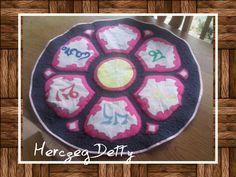 Meditációs szőnyeg farmer és vászon felhasználásával. Applikálva és tűzve.