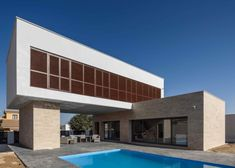Single-family dwelling formed by two rectangular prisms Single-family dwelling formed by two rectangular prisms Architects: Arquitectos Location: Puente Genil, Spain Year: 2017 Area: … House Of The Rising Sun, Style At Home, Architecture Design, House Design, House Styles, Andalusia Spain, Single Family, International Style, City