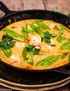 Thai Red Curry with Prawns and Snow Peas (W30 compliant: omit fish sauce) Fish Recipes, Seafood Recipes, Indian Food Recipes, Asian Recipes, Dinner Recipes, Cooking Recipes, Healthy Recipes, I Love Food, Japanese Recipes