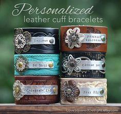 Personalized PREMIUM Leather cuff por LoveSquaredDesigns en Etsy