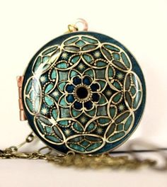 Locket old style