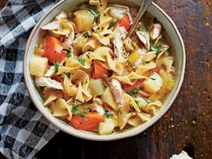 Soulful Chicken Soup - Slow Cooker Recipes to Warm Up Cold Winter Nights - Southernliving. Recipe: Soulful Chicken Soup This simple slow cooker soup will help you kick any winter cold—or just shake off the winter doldrums. Crock Pot Recipes, Slow Cooker Recipes, Cooking Recipes, Crock Pots, Game Recipes, Chili Recipes, Cooking Ideas, Recipies, Slow Cooker Huhn