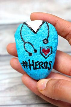 Rock Painting Patterns, Rock Painting Ideas Easy, Rock Painting Designs, Painting For Kids, Art Designs, Painted Rocks Craft, Hand Painted Rocks, Painted Pebbles, Stone Crafts