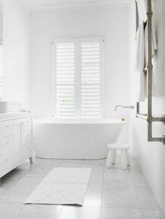 Doe eens anders dan anders, creëer een hele #witte #badkamer!