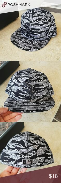 """NWOT White Sox Hat New without tags, White Sox baseball hat. Genuine Merchandise. 100% Algodon. Size 7 1/2. But for an idea, I measured the inside, which measured approximately 22"""" without being stretched. No damage or defects. Comes from a smoke free home. Final price unless bundled. No trades, no holds, thank you. New Era Accessories Hats"""