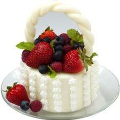 Berry basket mini-cake