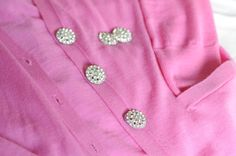 Vintage Dressing Dressing up a classic cardigan with vintage buttons. - {My go-to hairstyle while in Austin - beachy waves with a sequined clip}This has been a long, but fulfilling week and I'm so glad the weekend's finally here. Sewing Clothes, Diy Clothes, Old Sweater, Vintage Buttons, Fancy Buttons, Fashion And Beauty Tips, Look Vintage, Cute Diys, Diy Fashion