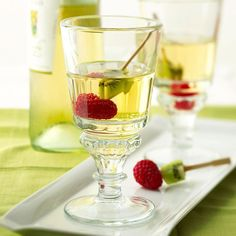 White Wine Spritzers are the best summertime drink! Get the full recipe here: http://www.bhg.com/recipe/white-wine-spritzer-1/?socsrc=bhgpin061814whitewinespritzer