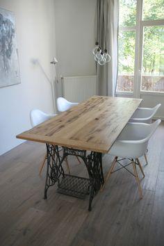tafelblad gemaakt van oude eikenhouten gebinten uit de stal van een boerderij minimaal 150 jaar old sewing tablessinger tabletable legsbeams dining - Kitchen Table Sewing