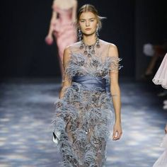 See all the Collection photos from Marchesa Autumn/Winter 2016 Ready-To-Wear now on British Vogue Marchesa 2016, Fall Winter, Autumn, Ready To Wear, British, Vogue, Formal, How To Wear, Collection
