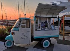 Conversions and modified Ape vans from Tukxi official Piaggio dealers Mobile Coffee Cart, Mobile Food Cart, Mobile Food Trucks, Food Cart Design, Food Truck Design, Coffee Carts, Coffee Truck, Prosecco Van, Bike Food