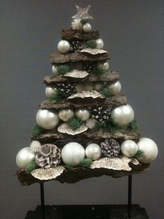 Small Christmas Trees, Christmas Tree With Gifts, Woodland Christmas, Christmas Wood, Christmas Projects, Winter Christmas, Christmas Holidays, Christmas Wreaths, Christmas Flower Arrangements