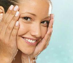 El acné suele comenzar con los puntos negros.