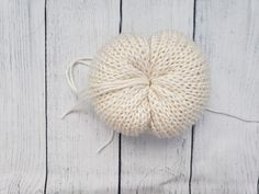 Get into the fall mood by learning how to knit your own pumpkin fall decor for your home today with this free easy and fast knitting pattern on Yarn Punk Fall Knitting Patterns, Easy Knitting Projects, Knitting Machine Patterns, Free Knitting, Halloween Knitting, Crochet Pumpkin Pattern, Crochet Leg Warmers, Knitted Flowers, Pumpkin Decorating