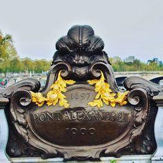 Porque nada é simples em Paris. #paris #france #street #pontalexandreiii #europe #europa #eurotrip #turistando #ferias #viagem #viaje #viajar #trip #travel #photooftheday #patriciaviaja