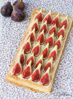 Receta de tarta de higos y mascarpone paso a paso. Una tarta facilísima hecha con hojaldre, crema de mascarpone con nata e higos naturales, una delícia!