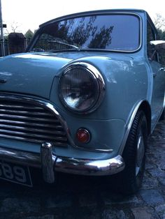 Famously designed by Sir Alec Issigonis this original Mk1 #MiniMinor has covered just 17,000 mls. pic.twitter.com/YPkXiNFjmF