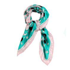 sciarpa in seta 100% con motivo a fantasia nella tonalita' del celeste e rosa. Made in India. Composizione: Lunghezza 105, Larghezza 105.