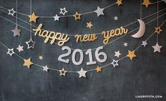 For teens Make your own New Years Eve party decorations with these gorgeous printable banners and confetti from handcrafted lifestyle expert Lia Griffith. Diy Decorations New Years, Diy Party Decorations, New Year Backdrop, Diy Backdrop, New Year Diy, New Year 2017, Happy New Year Banner, New Year Photos, Party Props