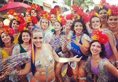 Como toda mulher, Graziela Meyer faz um monte de coisas ao mesmo tempo: ela é atriz, DJ, performer, dançarina e instrutora de Pole Dance. Além disso tudo, o Carnaval corre em suas veias: ela é passista da União da Ilha da Magia, escola de Florianópolis, Rainha do Bloco da Brasilidades, de Curitiba, e uma das Musas do Bloco Pilantragi, de São Paulo. Graziela Meyer, a idealizadora do Maravilhosas Corpo de Baile Em 2016 a artista criou o projeto 'Maravilhosas Corpo de Baile - Ame o seu corpo…