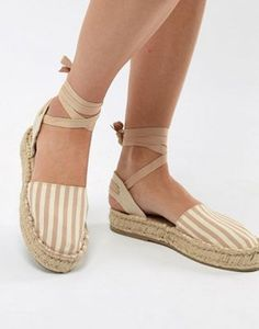 Buy Pull&Bear espadrille with tie ankle at ASOS. With free delivery and return options (Ts&Cs apply), online shopping has never been so easy. Get the latest trends with ASOS now. Sock Shoes, Cute Shoes, Me Too Shoes, Flat Shoes, Frauen In High Heels, Womens Boots On Sale, Women's Espadrilles, Pull & Bear, Sandals Outfit