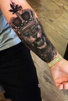 50 Eye-Catching Lion Tattoos That'll Make You Want To Get Inked belle lion idées de tatouage © tatoueur Vladimir Drozdov Dope Tattoos, Hand Tattoos, Tattoos Masculinas, Lion Forearm Tattoos, Lion Head Tattoos, Best Sleeve Tattoos, Tattoo Sleeve Designs, Tattoo Designs Men, Tattoos For Guys