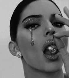one of my favourite photos of Kendall Jenner ever! Kendall Jenner, Glitter Art, White Glitter, Bags Online Shopping, Shopping Hacks, Boujee Aesthetic, Aesthetic Pictures, Glitter Photography, Black And White Photo Wall